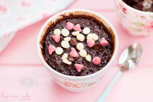 pastel de chocolate en taza al minuto
