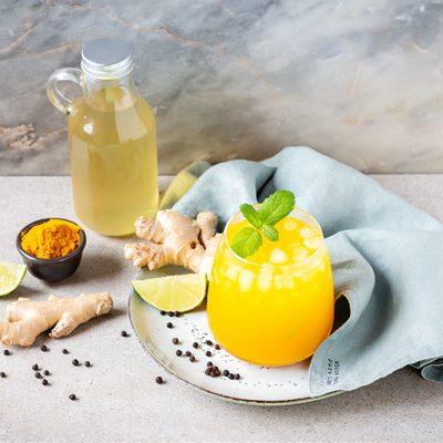 Cocktail de cúrcuma y jengibre, refréscate cuidándote