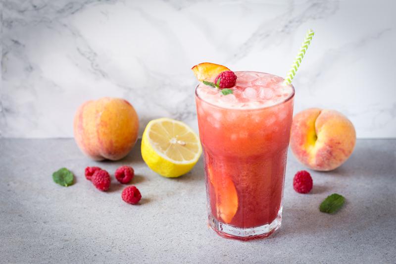 limonada de melocotón y frambuesa